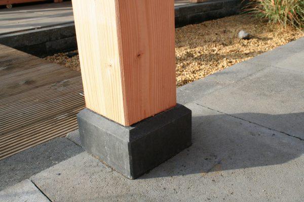 Betonpoer-antraciet-met-houten-paal-directtuinshop
